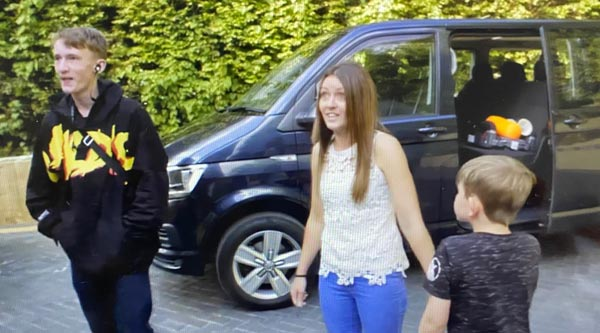 Private Hire Immacul8, Swindon on tv Rich House Poor House driving mum Kelly and her 2 kids