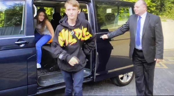 Derbyshire based single mum Kelly and her 2 kids getting in the car to be taken home by Private hire chauffeur Immacul8 from Swindon on tv show Rich House Poor House
